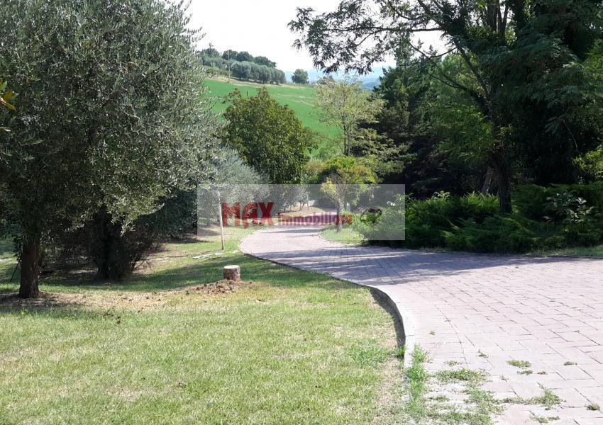 Pesaro, zona Roncaglia - Casa Unifam. / Villa in Vendita | Foto 2