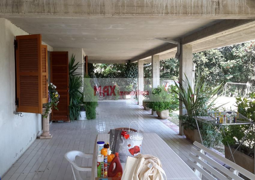 Pesaro, zona Roncaglia - Casa Unifam. / Villa in Vendita | Foto 1