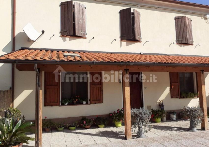 Pesaro, zona Siligate, Casa Schiera / Porz.Casa in Vendita