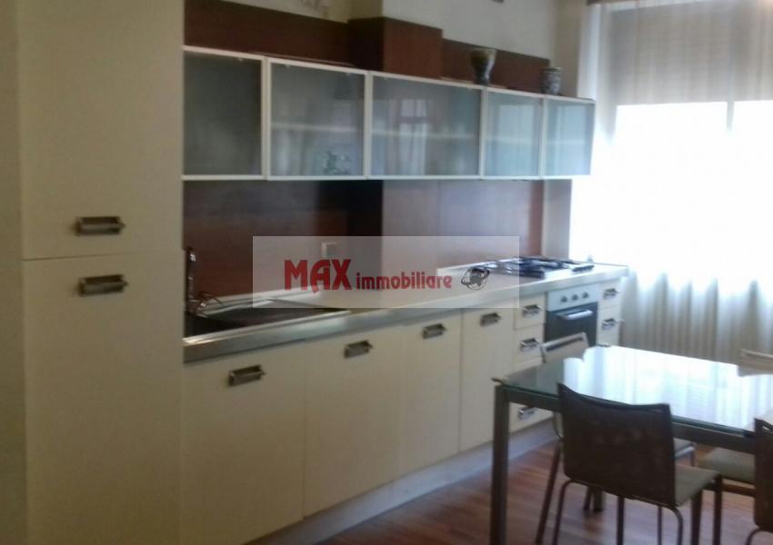 Pesaro, zona Centro storico, Appartamento in Vendita Affitto