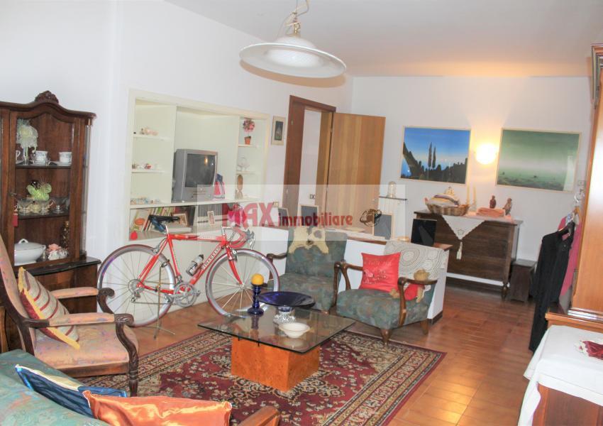 Pesaro, zona Cattabrighe, Appartamento in Vendita