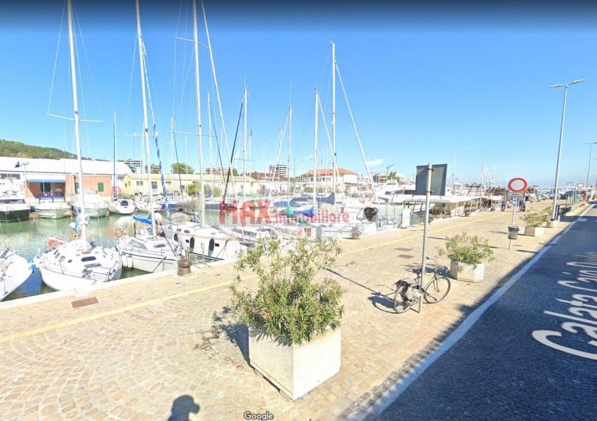 Pesaro, zona Porto, Casa Schiera / Porz.Casa in Vendita