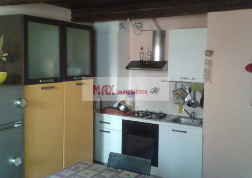 Pesaro, zona Trebbiantico, Casa Schiera / Porz.Casa in Affitto