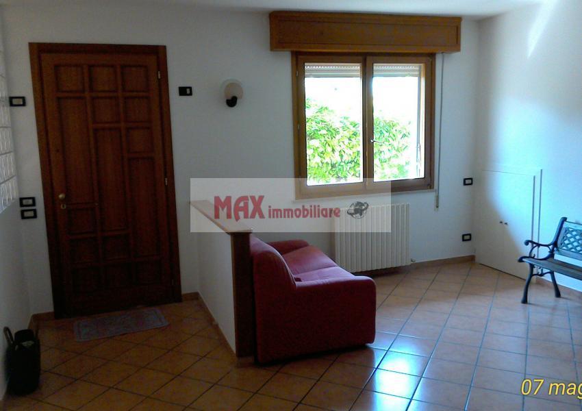 Pesaro, zona Tombaccia, Appartamento in Affitto
