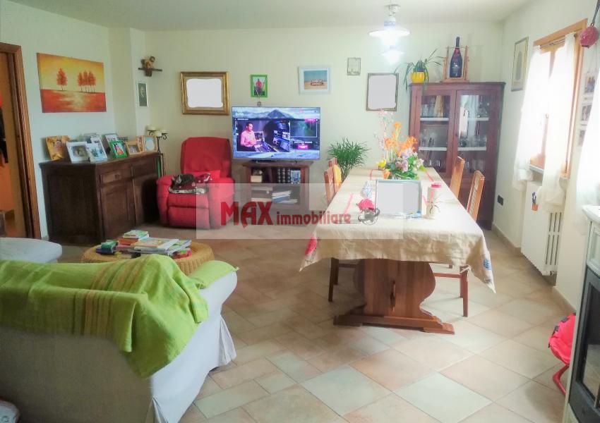 Pesaro, zona San Rocco, Casa Unifam. / Villa in Vendita