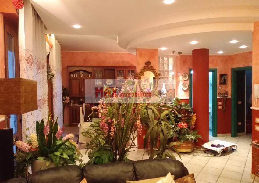 Pesaro, zona Tombaccia, Appartamento in Vendita