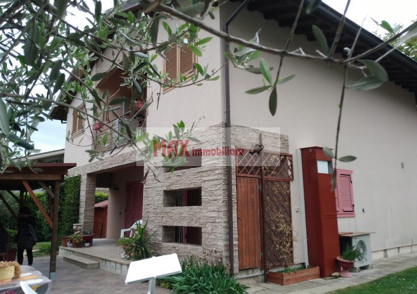 Mombaroccio, zona Mombaroccio periferia, Casa Unifam. / Villa in Vendita