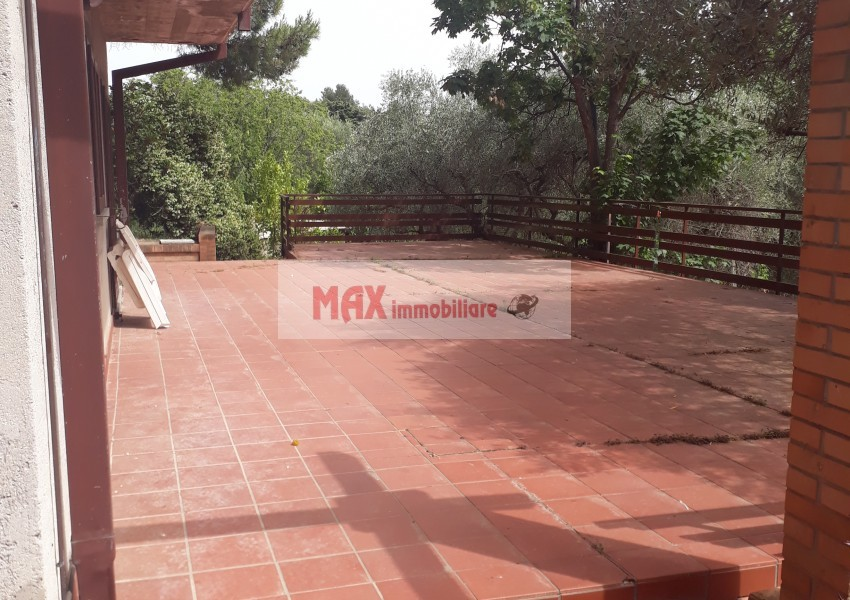 Fano, zona Roncosambaccio - Casa Unifam. / Villa in Vendita | Foto 1