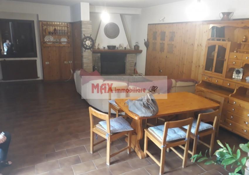 Fano, zona Roncosambaccio - Casa Unifam. / Villa in Vendita | Foto 8