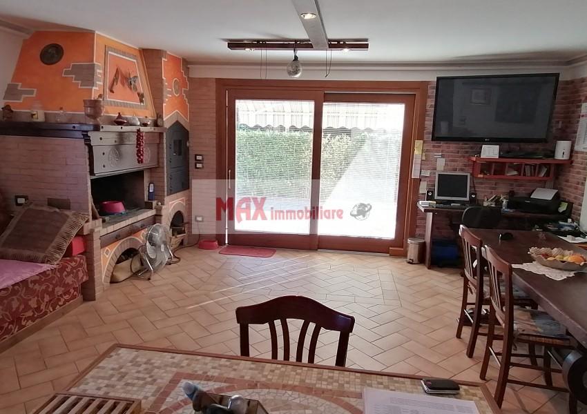 Montelabbate, zona Montelabbate, Casa Unifam. / Villa in Vendita