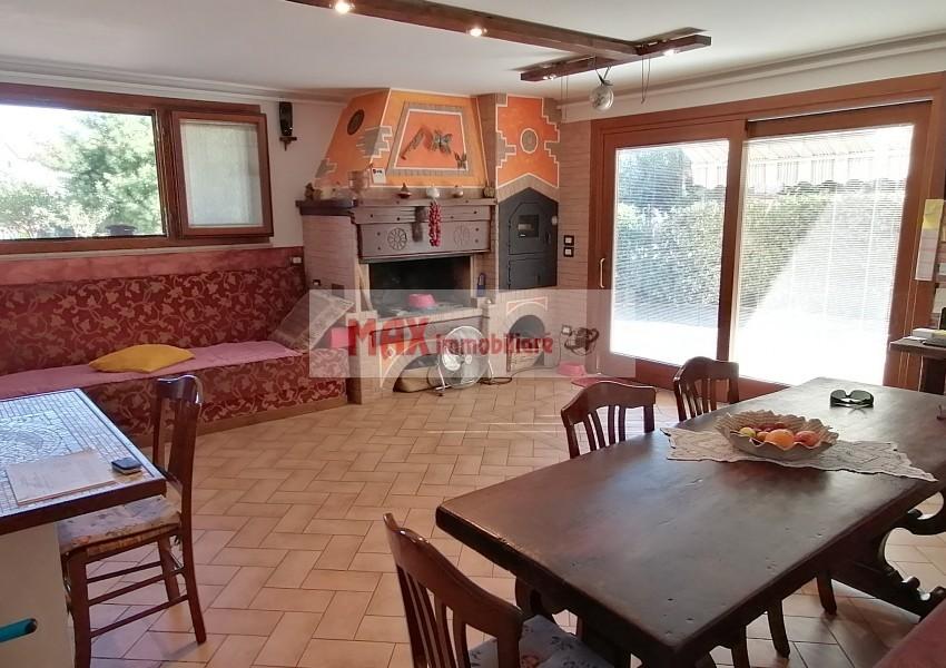 Montelabbate, zona Montelabbate - Casa Unifam. / Villa in Vendita | Foto 2