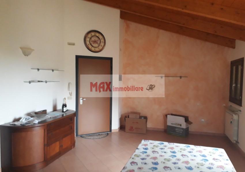 Monteciccardo, zona Monteciccardo, Appartamento in Vendita