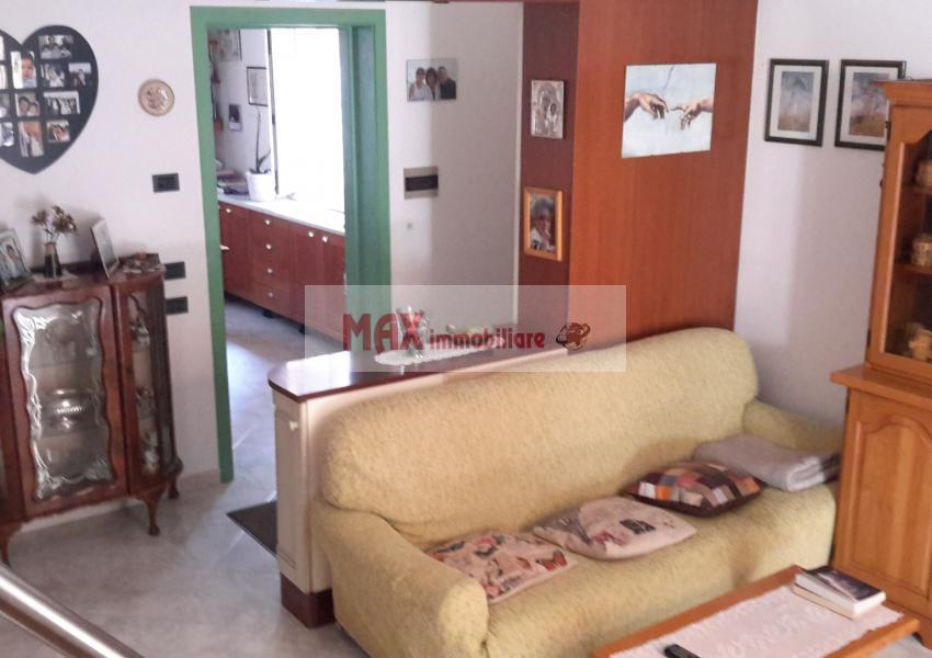 Pesaro, zona Muraglia - Casa Schiera / Porz.Casa in Vendita | Foto 1
