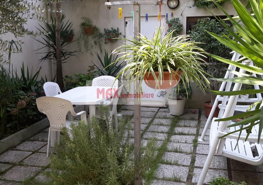 Pesaro, zona Muraglia - Casa Schiera / Porz.Casa in Vendita | Foto 2